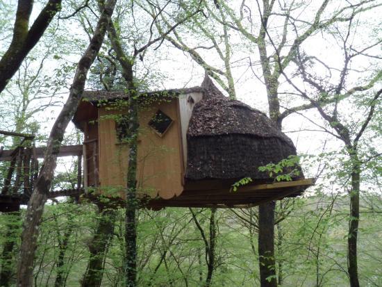 un tr s bel endroit avec son petit dejeuner copieux na slici je cabanes du bois clair. Black Bedroom Furniture Sets. Home Design Ideas