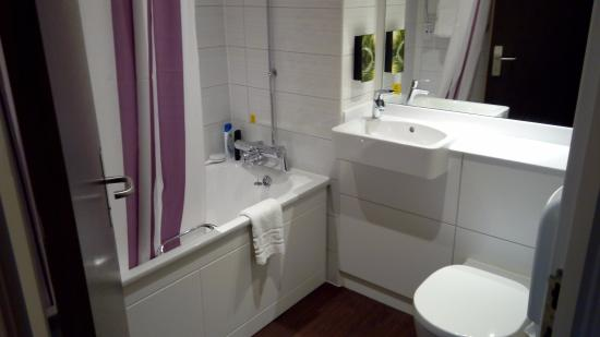 Bathroom picture of premier inn glasgow cambuslang m74 j2a hotel glasgow tripadvisor Premiere bathroom design reviews