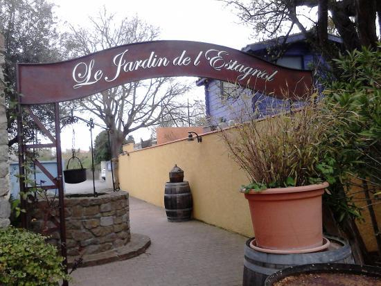 L 39 ext rieur du restaurant les jardins de l 39 estagnol for Restaurant exterieur