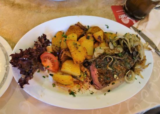 Linsengericht, Tyskland: Rumpsteal medium + mit Bratkartoffeln