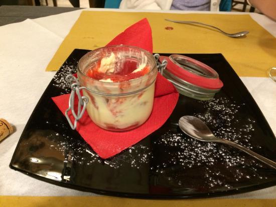 Trattoria Fori Porta: Strawberry tiramisu