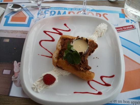 Mirecourt, Francia: Charlotte au chocolat et amandes