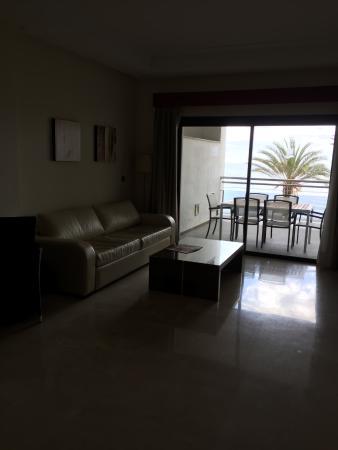 Hotel Fuerte Estepona: Living room