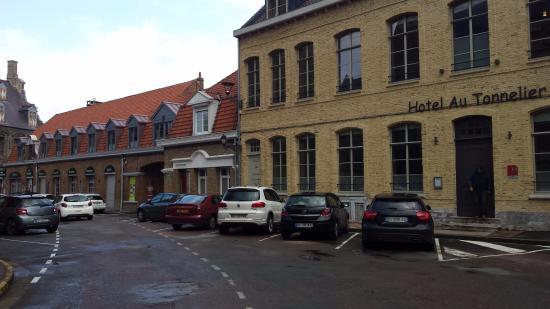 Au Tonnelier : Reception on left of photo - annex on rightside