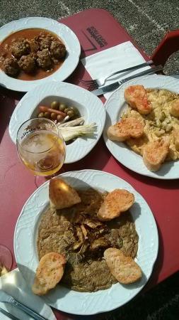Restaurante Mirador: Las dos tortillas y las albondigas, delicioso todo!
