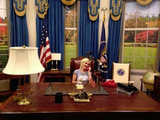 Burbank, CA: Oval Office