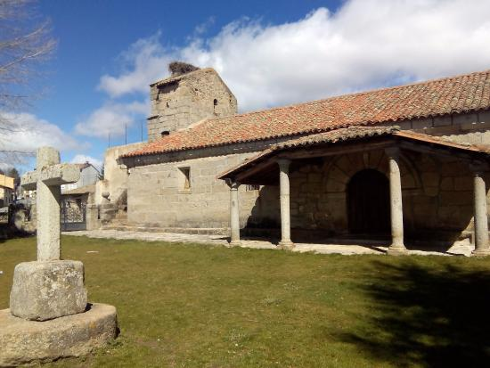 Hotel Rural La Dehesilla: Iglesia de San Benito, a cinco minutos andando