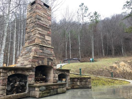 Leicester, NC: Compassionate Expressions Mountain Inn & Healing Sanctuary