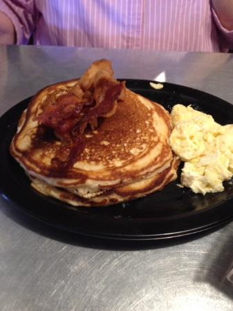 Memphis, TX : Pancakes, eggs, and bacon