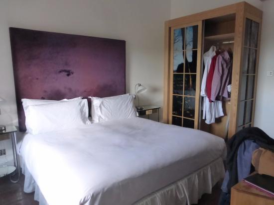 Navan, Irlanda: Double room, comfy bed.