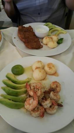 Tony's Mar: Almuerzo en Familia... siempre salimos satisfechos de la calidad y sabor. Lo malo es que cierran