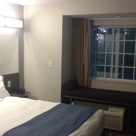 Microtel Inn & Suites by Wyndham Brooksville: The suites are junior sized but very spacious for me as a solo traveler