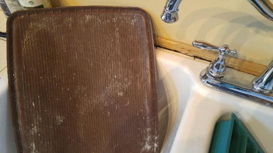 Door County Cottages: The lincoln... Moldy and dirty