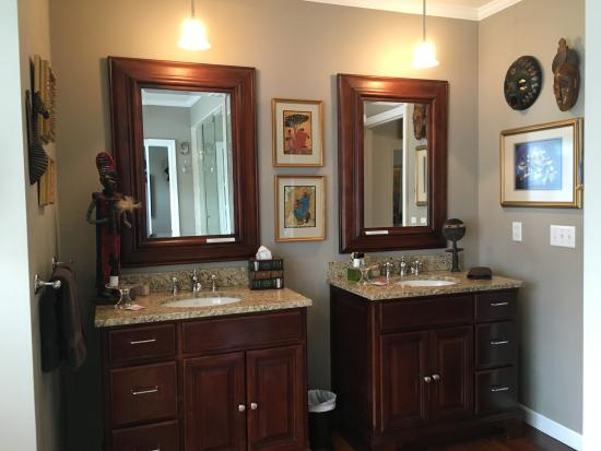 Granville, OH: Double sink
