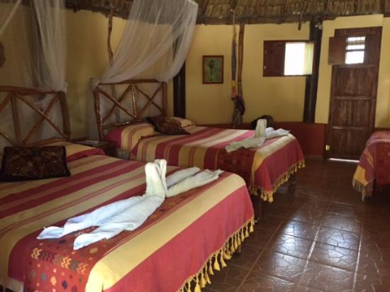 Santa Elena, México: Our room was called Wolis Nah 1. Slept 5.