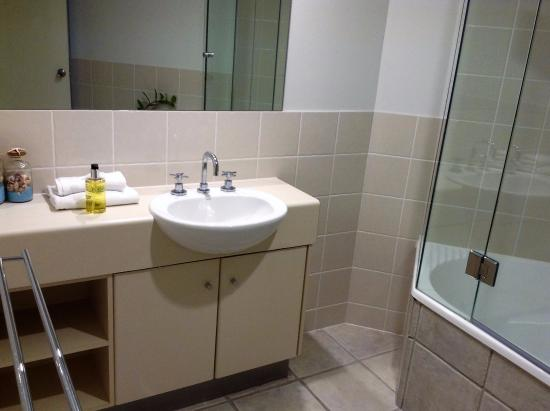 Sunshine Beach, Австралия: main bathroom