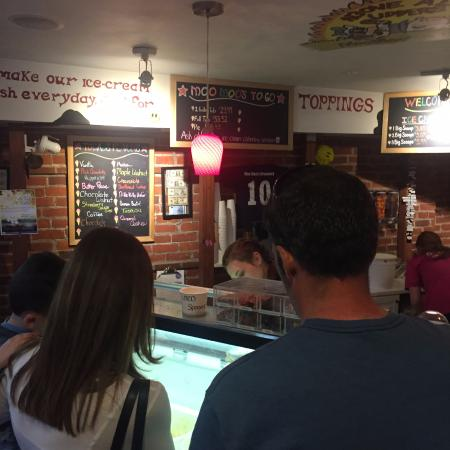 Cold Spring, estado de Nueva York: Bespoke ice cream. Pick the size, flavour, topping, and type of cone or cup.