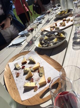 Isla Waiheke, Nueva Zelanda: Oysters and NZ cheeses - OMG I'm in heaven!