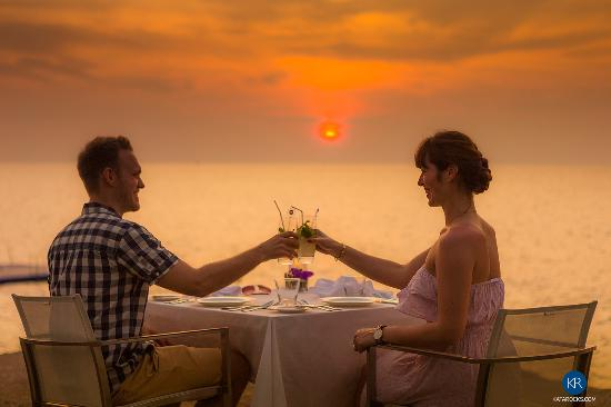 The Oceanfront Restaurant and Bar at Kata Rocks: Romantic Dining on The Rocks at Kata Rocks