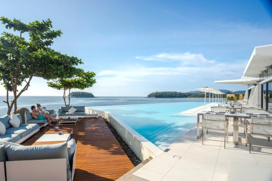 The Oceanfront Restaurant and Bar at Kata Rocks: Stunning vistas over the Andaman