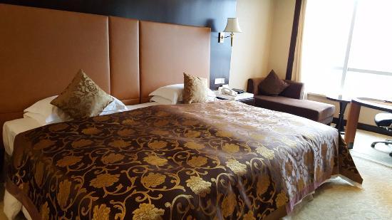 Sandborg Hotel: le lit super king size du Sandborg