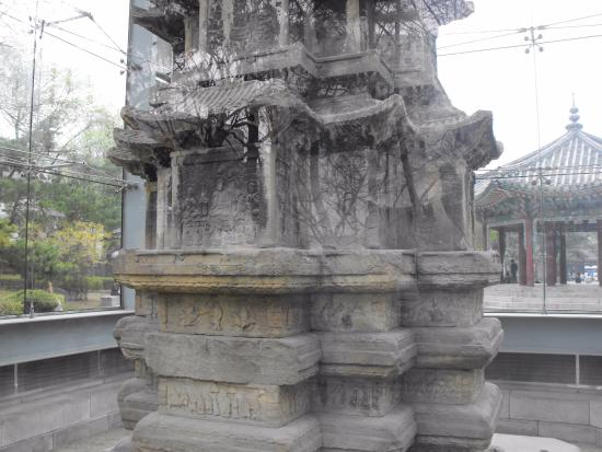 ‪Ten-story Stone Pagoda of Wongaksa Temple Site‬