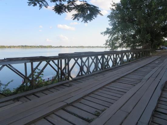 Balcony - Rattana Riverside Guesthouse Photo