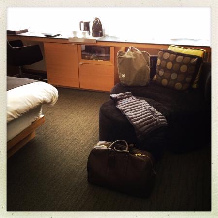 Hotel Le Germain Maple Leaf Square: work area