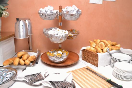Hotel Garda: Colazione il pane
