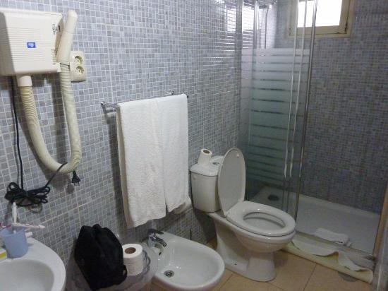 Residencia Pedra Antiga: Salle de bain de la chambre 11