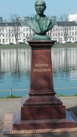 Heinrich Schliemann Denkmal