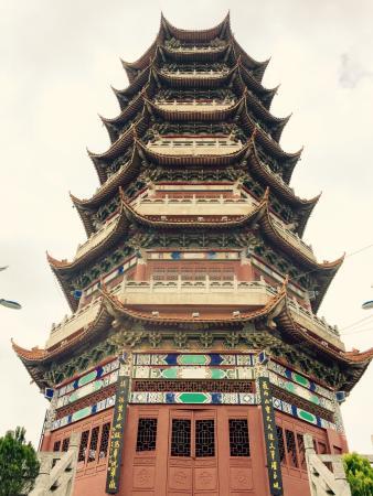 Wenshan County, China: QiHua MingDian BuXingJie