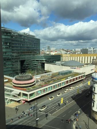 Swissotel Berlin: Sehr gutes Hotel mit geräumigen Zimmern. Sehr zentral gelegen um alle Hotspots schnell zu erreic