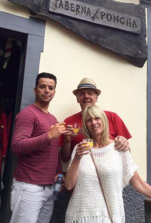 Arco da Calheta, Portugalia: Refreshment stop with Gregory our driver