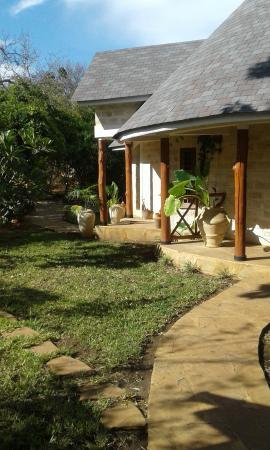 Kitu Kidogo Cottages Photo