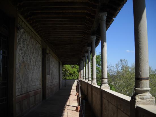 Montechiarugolo, Itália: Muro esterno usato come bacheca dai granduchi dell'epoca