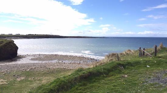 Miltown Malbay, İrlanda: Spanish Point beach 1-2 minute walk from hotel