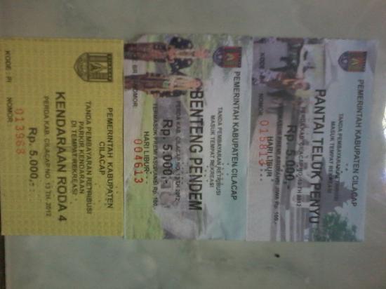 Cilacap, Indonesia: Tiket masuk Teluk Penyu,Benteng Pendem & parkir @ Rp 5.000,-