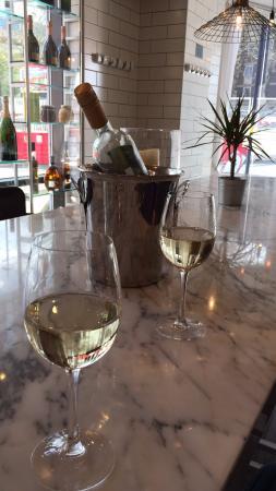 FSK Steakhouse & Prosecco Bar: Pre dinner drinks at the bar.