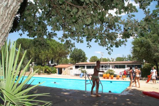 Piscine saint maximin la sainte baumecamping le for Cash piscine saint maximin