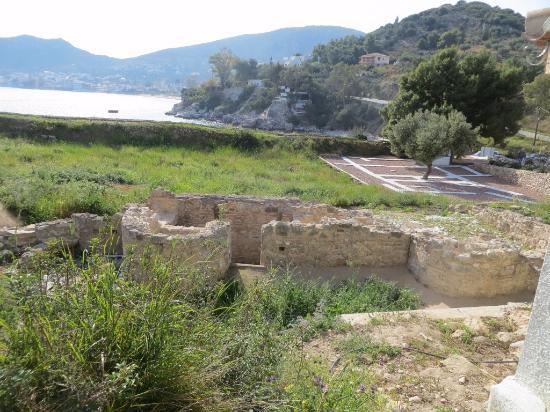 Asini, Grecia: Remaining of a Roman Bath.
