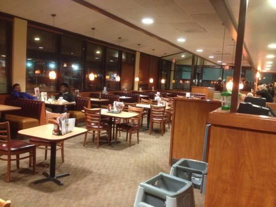 Denny's (Lockport) - dining room