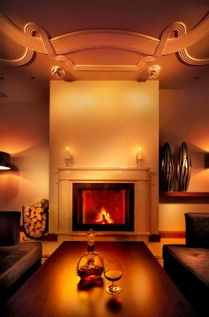 Rhapsody Restaurant: Fireplace at Tulip Café & Restaurant