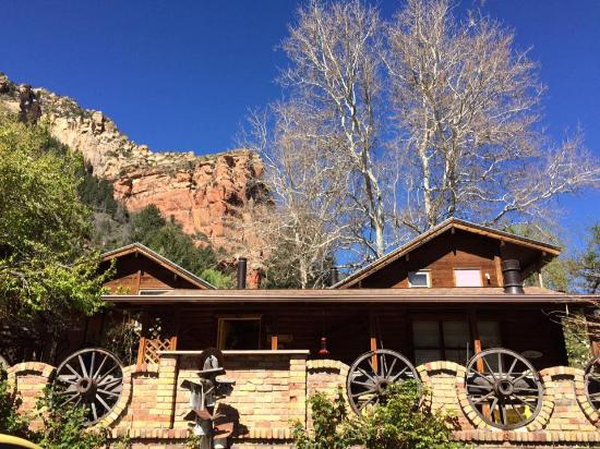 Wild rose cabin picture of the canyon wren cabins for for Cabin in sedona az