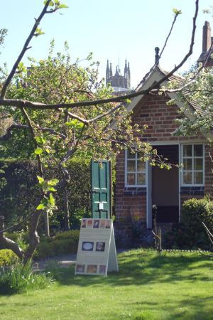 Hill Close Gardens: Summerhouse Church