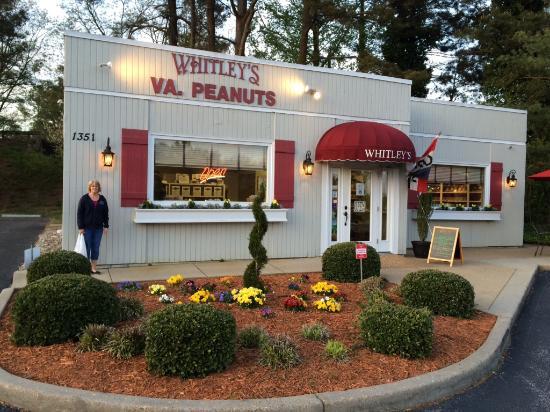 whitley s peanut factory williamsburg virginia picture of rh tripadvisor com