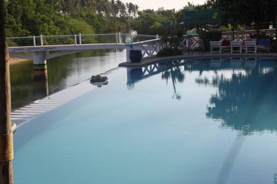 Punta Riviera Resort: Infinity Pool
