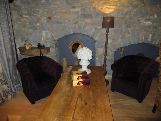 be careful be standing up after a night sleep photo de la malle poste rochefort rochefort. Black Bedroom Furniture Sets. Home Design Ideas