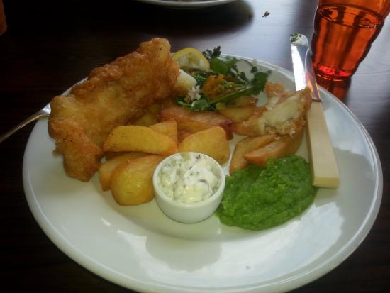 Whitley, UK: Fish and fat Chips