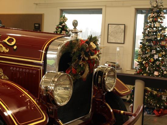 Bedford, VA: Old Firetruck on display